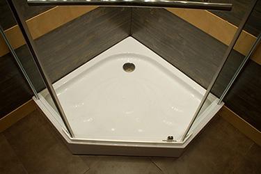 Box doccia pentagonale idee per la casa - Piatto doccia triangolare ...